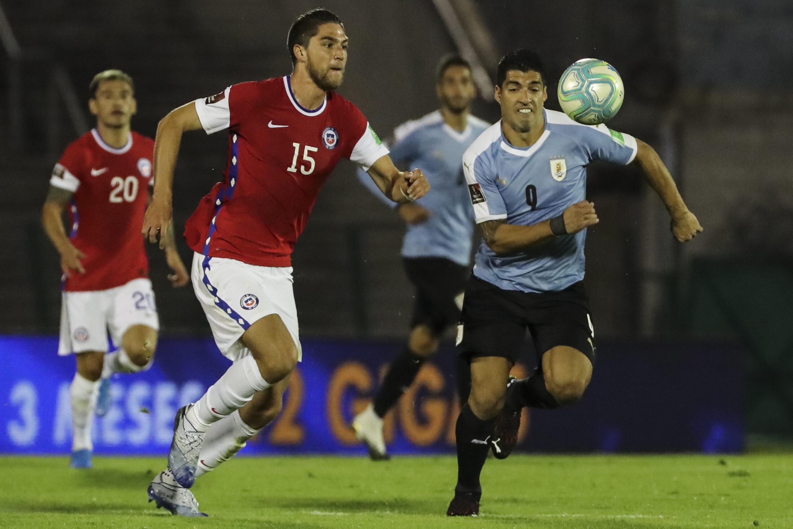 Luis Suárezvolvió a ver puerta conUruguay, en el triunfo del combinado charrúa frente aChileen Montevideo (2-1).