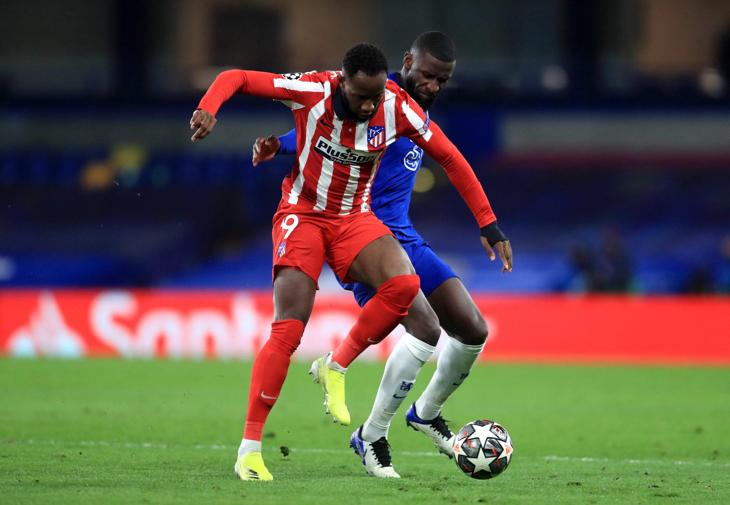 El delantero , Moussa Dembelé, se recuperó y fue a la ambulancia por su propio pie. Le harán pruebas en las próximas horas.