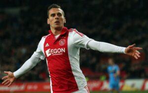 Milik celebra un gol en su etapa en el Ajax